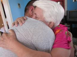 Abrazos entre cubanos