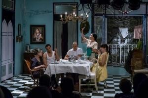 """Una escena de """"Contigo, pan y cebolla"""" en el Teatro Akuara"""