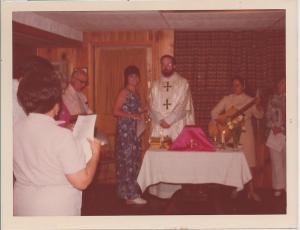 Con el Padre Sean, hoy cardenal de Baston, despuès de ofrecer la Santa Misa en mi casa por mis 29 años el 11 de julio de 1973
