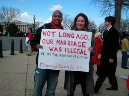 Una pareja recuerda que los matrimonios interraciales no eran legales hace pocos años