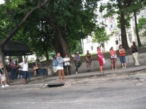 Se ve mucha gente en las calles