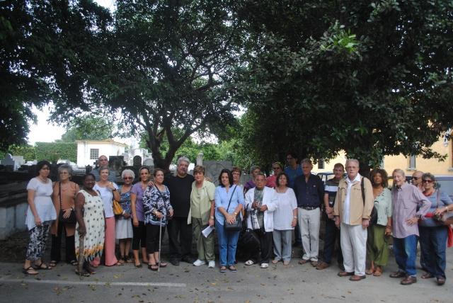 Grupo de los asistentes al acto en recordación de Hernández Catá en el aniversario de su muerte, 8 de noviembre 2013