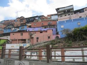 Las casas en los barrios pobres que rodean Caracas