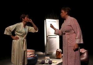 """Lucrecia Baldasarre y Soraya Amenabar en una escena de """"Memoria del Silencio"""""""