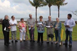 Poetas en Miami rinden tributo a Baquero. Foto Luis de la Paz