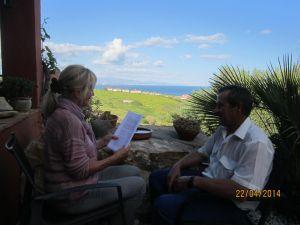 """Helgard Leuchtmann lee al jardinero Andrés """"El testamento del pez"""""""