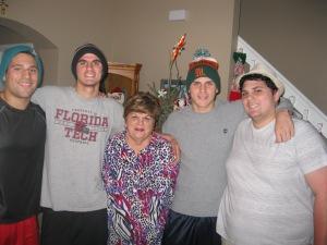 Con mis cuatro nietos:  Cristian, Brandon, Zackary y Nikulas, Navidades 2013