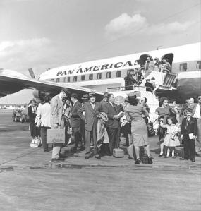 Refugiados cubanos llegan a Miami en los años 60