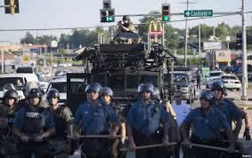 La policía salió a las calles de Ferguson como si fuera a una guerra