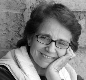 Virginia Aponte Directora de Teatro Docente y Universitaria. Licenciada en Comunicación Social. Graduada Suma Cum Laude en la Universidad Católica Andrés Bello