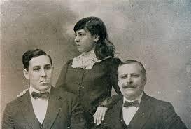 Mi abuela Mercedes Lila, con su hermano el escritor Alberto Insúa y su padre el periodista Waldo A. Insúa