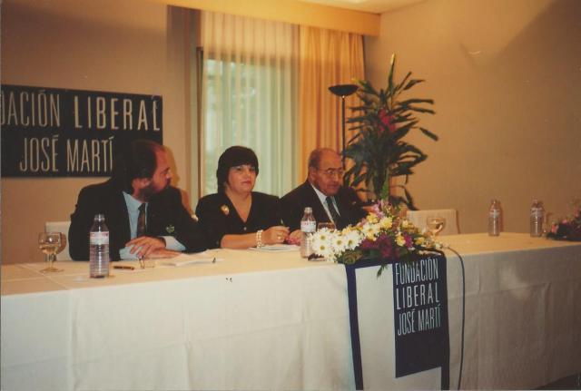 """Felipe Lázaro, Uva de Aragón y Gastón Baquero, en la presentación de mi libro """"El caimán ante el espejo"""", Madrid 1994"""