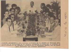 Mi padre, Ernesto R. de Aragón, rodeado de sus alumnos