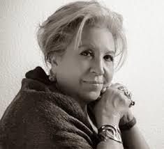 Le escritora y editora Luzmaría Jiménez Faro