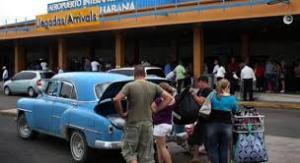 Cada día más personas entran y salen del Aeropuerto José Martí en La Habana y de otros aeropuertos en la Isla