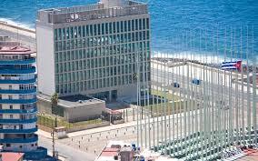 Emblemático edificio de la Embajada de Estados Unidos en el Malecón habanero