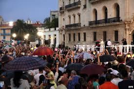El Papa Francisco se reunión con la juventud cubana frente al antiguo Seminario San Carlos  y los instó a soñar