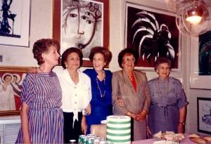Mi madre (all centro) celebrando su cumpleaños con sus amigas Mariita Castellanos, Clarita Martíes, Silvia Saborido y Nena Colina. Miami. Circa 1988
