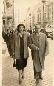 Mis padres Uva Hernández-Catá y Ernesto R. de Aragón, Madrid, Mayo 1950