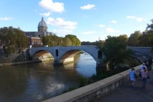 Puente sobre el río Tíber