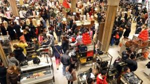 A pesar de las ventas por la red, las tiendas siguen repletas los días de ventas especiales.