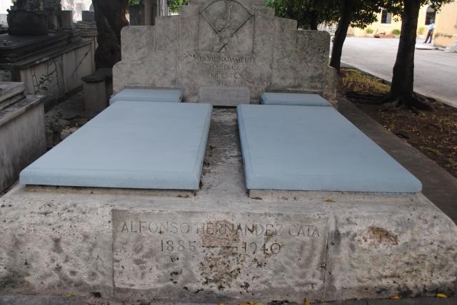 Tumba de mi abuelo el escritor Alfonso Hernández Catá en el Cementerio de Colón, La Habana