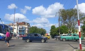 Calle 42 y Avenida 3ra en Miramar. A mano derecha, pintada de beige, se ve al costdo de mi antifua casa