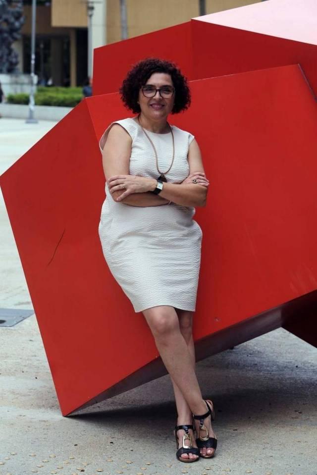 Aurora Morcillo, profesora de historia de la Universidad Internacional de la Florida (FIU), en el campus de la institución.