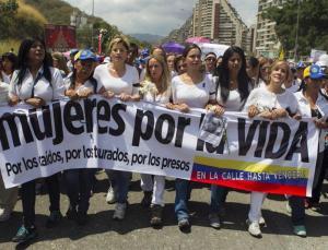 Mujeres venezolana se manifiestan en las calles